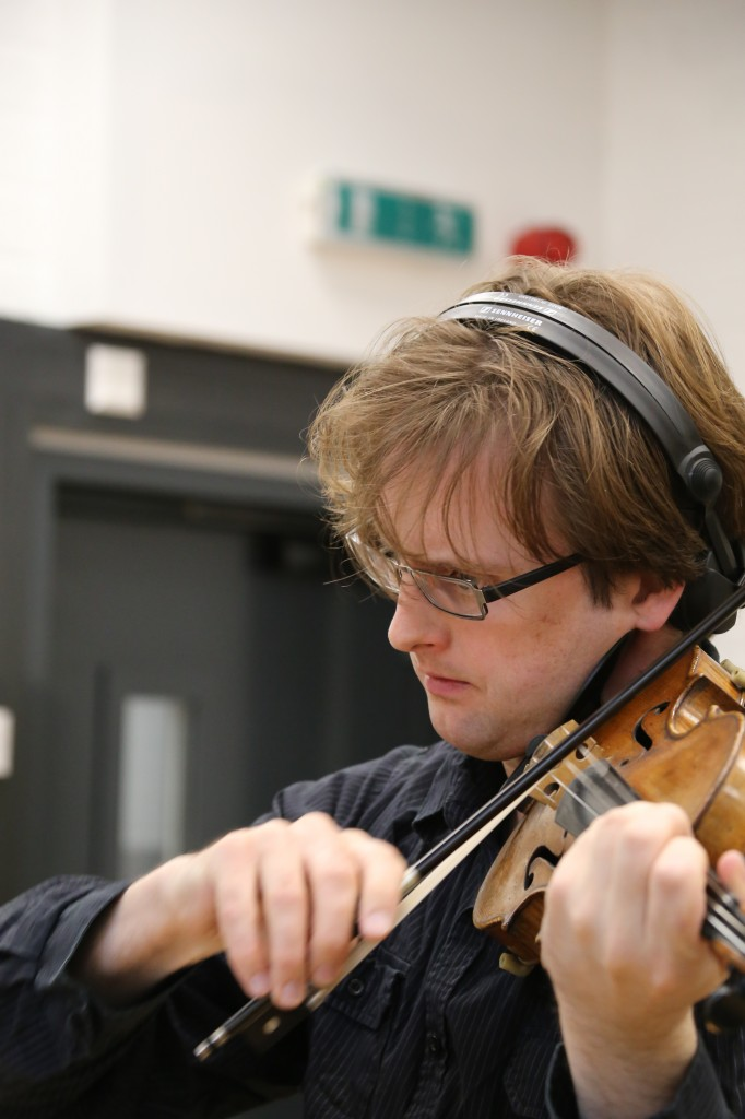 Simon Hewitt Jones - Violin